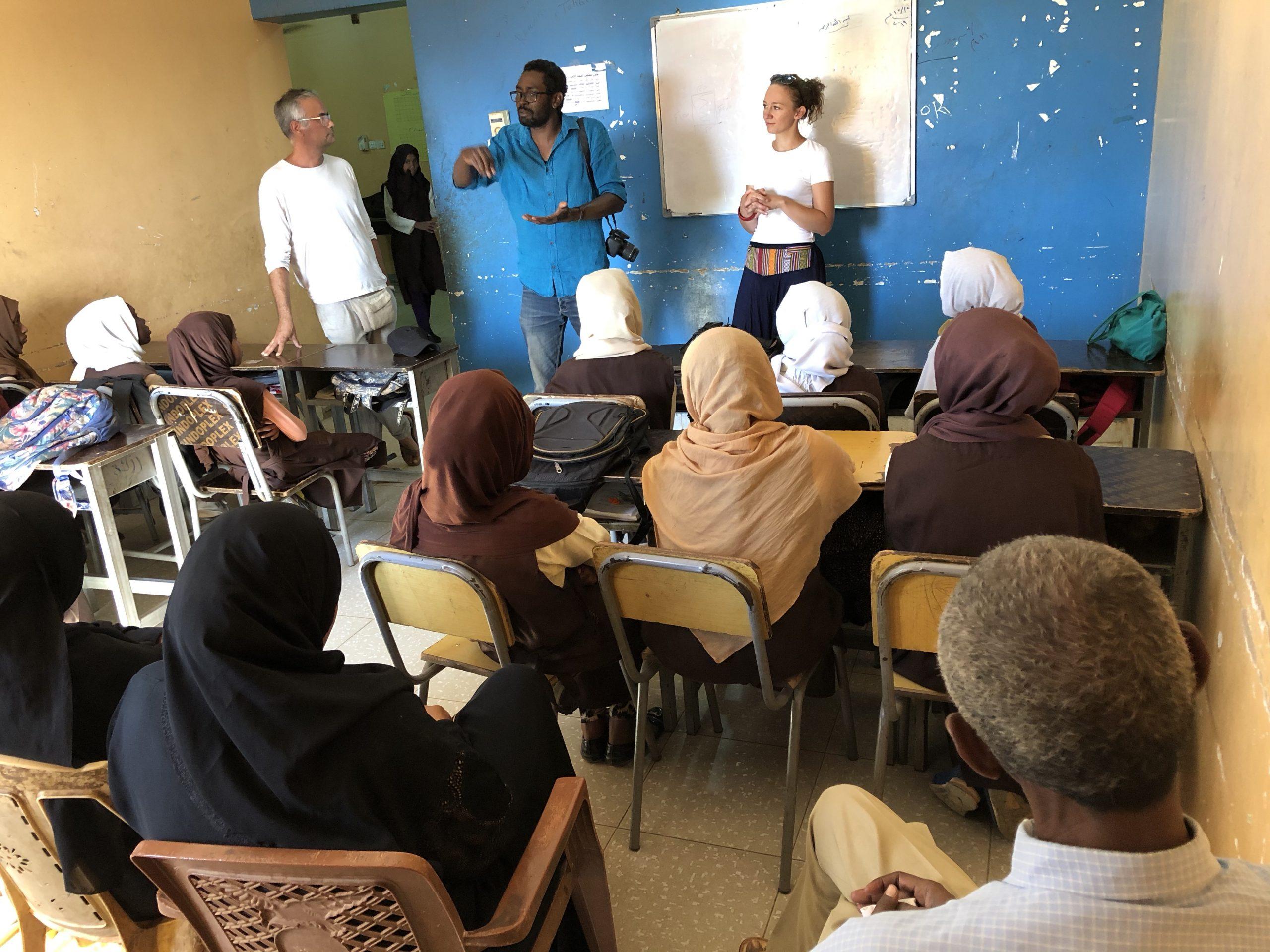 il. 7. Spotkanie z nauczycielami i uczniami w szkole w Soba (fot. R.A. Adam)